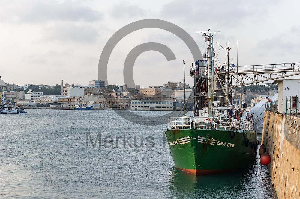 Das Fluechtlingsrettungsboot Sea-Eye legt am 16.09.2016 im Hafen von Paola, Malta an. Foto: Markus Heine / heineimaging<br /> <br /> ------------------------------<br /> <br /> Veroeffentlichung nur mit Fotografennennung, sowie gegen Honorar und Belegexemplar.<br /> <br /> Publication only with photographers nomination and against payment and specimen copy.<br /> <br /> Bankverbindung:<br /> IBAN: DE65660908000004437497<br /> BIC CODE: GENODE61BBB<br /> Badische Beamten Bank Karlsruhe<br /> <br /> USt-IdNr: DE291853306<br /> <br /> Please note:<br /> All rights reserved! Don't publish without copyright!<br /> <br /> Stand: 09.2016<br /> <br /> ------------------------------