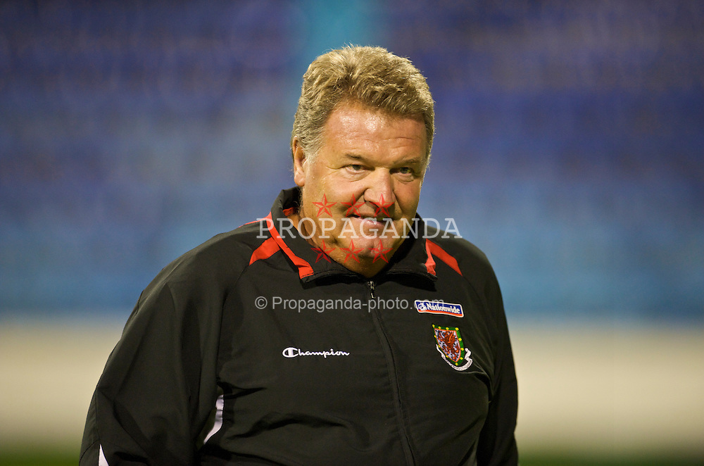 PODGORICA, MONTENEGRO - Wednesday, August 12, 2009: Wales' manager John Toshack MBE during an international friendly match against Montenegro at the Gradski Stadion. (Photo by David Rawcliffe/Propaganda)