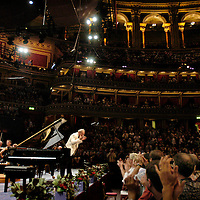 UK. London. Pianist Alfred Brendel acknowledges applause during the curtain call after his performance of Beethoven's Piano Concerto No.5 in E flat major with the Philharmonia Orchestra as part of the BBC's Proms, in London's Royal Albert Hall. It was Alfred Brendel's last Proms appearance..Photo©Steve Forrest/Workers' Photos