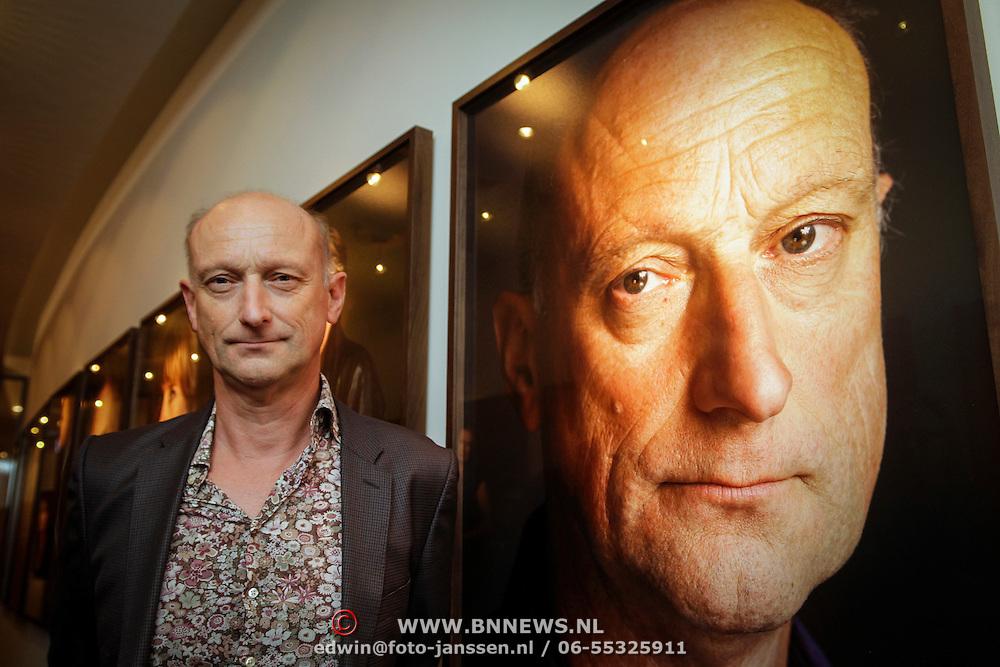 NLD/Amsterdam/20120924- Onthulling vernieuwde portrettengalerij DelaMar theater Amsterdam, Tom de Ket bij zijn porret
