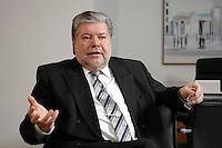 08 JAN 2007, BERLIN/GERMANY:<br /> Kurt Beck, SPD Parteivorsitzender und Ministerpraesident Rheinland-Pfalz, waehrend einem Interview, in seinem Buero, Willy-Brandt-Haus<br /> Kurt Beck, Party Leader of the Social Democratic Party, during an interview, in his office, Willy-Brandt-Haus<br /> IMAGE: 20070108-01-035<br /> KEYWORDS: Ministerpr&auml;sident
