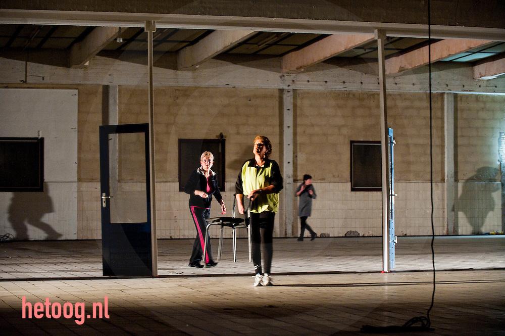 """nederland, enschede, 12nov 2010 Generale reperitie van de stadsopera """"MAAK"""" over de vuurwerkramp van 13 mei 2000 fotografie Cees Elzenga/HollandseHoogte"""