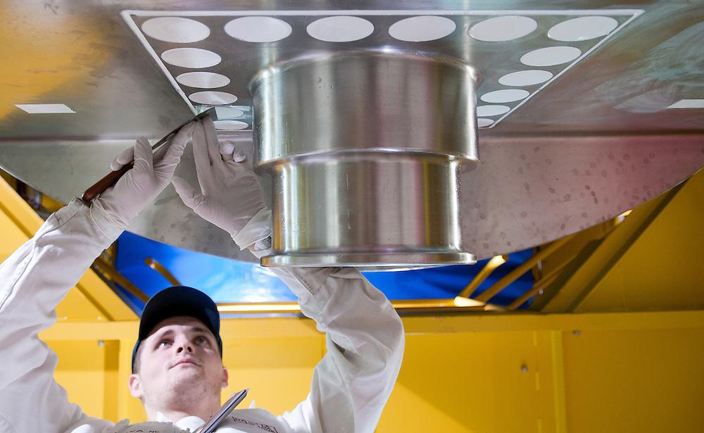 Jonathan Chevin, Maintenance Operator, sealing the cask trunnions to make them water tight, in the AMEC 1 workshop (Cask Maintenance and Service Workshop) of the AREVA La Hague site in Normandy, France.<br /> Jonathan Chevin, operateur de maintenance, effectuant un travail d'etancheite des tourillons des chateaux sur l'atelier AMEC 1 (Atelier de Maintenance et Entretien des Ch&acirc;teaux) du site AREVA La Hague en Normandie, France.