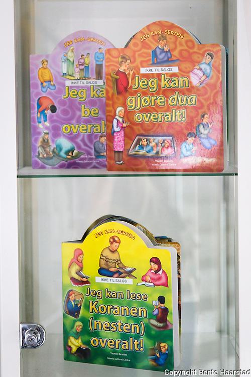Barnebøker om islam, i moskeen Islamic Cultural Centre, ICC, Oslo.