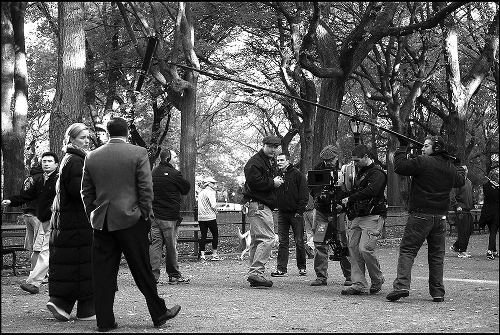"Tea Leoni, Ricky Gervais, rehearsing on the location in Central Park, ""Ghost Town"" (Dir: David Koepp, 2008)"