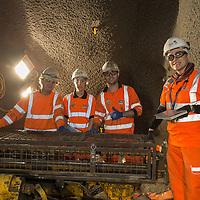 De la izquierda a la derecha: Jose-Miguel Soto, Eneritz Otxoa (ingeniera), Rubén Rodríguez, Paula Cabrera (biologa). Crossrail proyecto en Londres  construido por la empresa española Ferrovial.