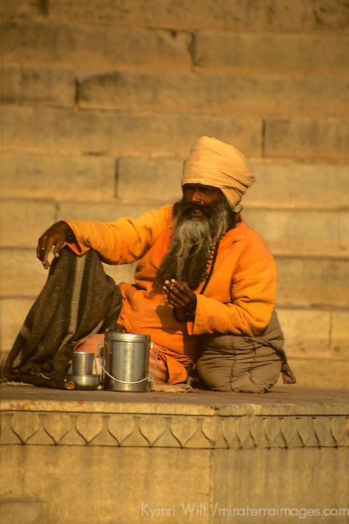 Asia, India, Uttar Pradesh, Varanasi. Daily life along the ghats in the holy city of Varanasi on the Ganges River.