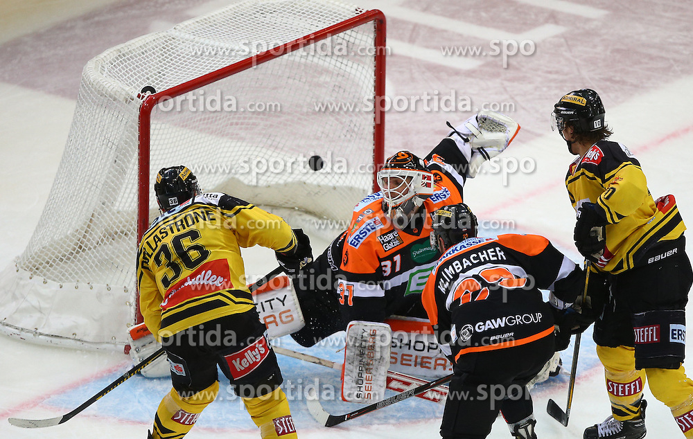 13.01.2017, Albert Schultz Halle, Wien, AUT, EBEL, UPC Vienna Capitals vs Moser Medical Graz 99ers, 43. Runde, im Bild Tor fuer die Capitals durch Jerry Pollastrone (UPC Vienna Capitals), Sebastian Dahm (Moser Medical Graz 99ers), Sven Klimbacher (Moser Medical Graz 99ers) und Collin Bowman (UPC Vienna Capitals) // during the Erste Bank Icehockey League 43rd Round match between UPC Vienna Capitals and Moser Medical Graz 99ers at the Albert Schultz Ice Arena, Vienna, Austria on 2017/01/13. EXPA Pictures © 2017, PhotoCredit: EXPA/ Thomas Haumer