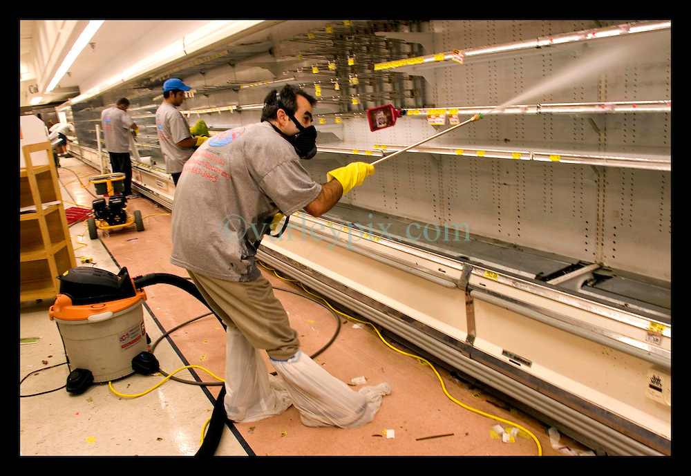 30th Sept, 2005. Hurricane Katrina aftermath, New Orleans, Louisiana. Disaster recovery private contractors pressure wash and bleach clean the Winn Dixie supermarket in Uptown New Orleans as businesses and locals return to the city. The supermarket hopes to open on October 6th.