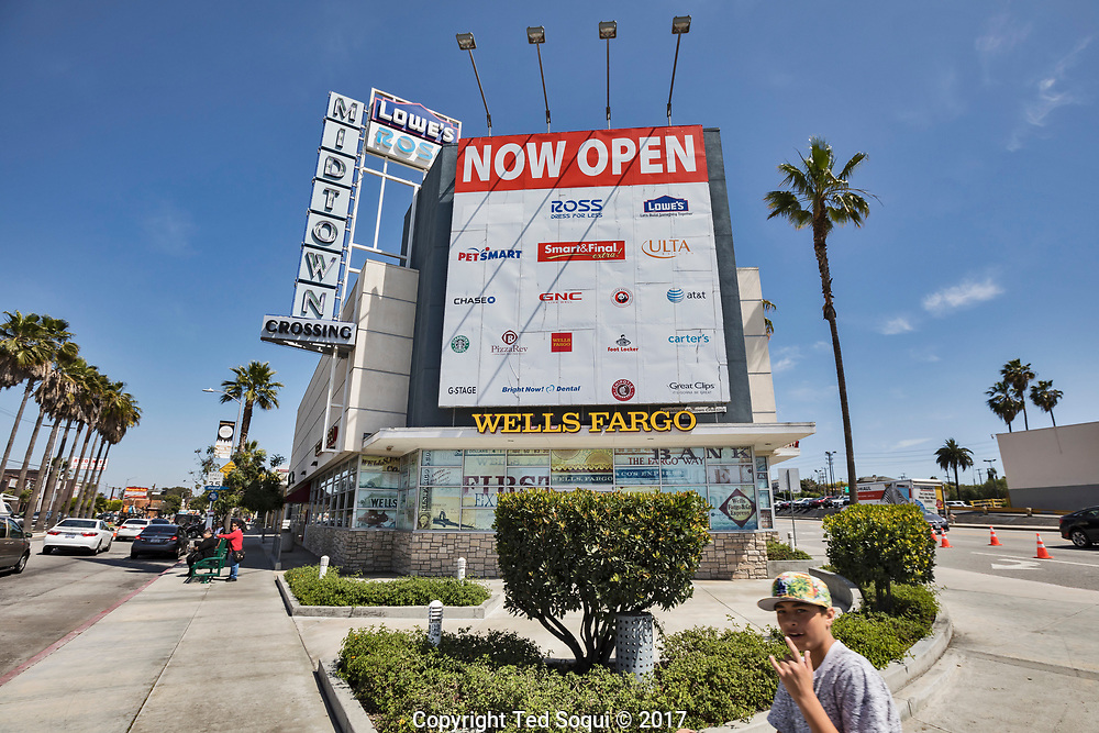 A new Midtown shopping structure was built and is almost 100% leased out to businesses. Mid-city Los Angeles has seen moderate rebuilding and new business development since the 92 riots.<br /> <br /> 25 before and after LA92 photo project.