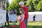 In Utrecht heeft Artsen Zonder Grenzen een tentenkamp opgezet in het park Lepelenburg. Met het kamp wil de organisatie laten zien welk medische noodhulp het verricht in de noodhulpkampen in de wereld. Hulpverleners van AZG geven rondleidingen door  onder meer een (opblaasbaar) veldhospitaal, een voedingskliniek en een cholerakliniek.<br /> <br /> In Utrecht, MSF has set up a tent camp in the park Lepelenburg. In the camp, the organization wants to show what kind of emergency medical services they provide in the emergency camps in the world. MSF aid workers give tours including a (inflatable) field hospital, a nutrition clinic and a cholera clinic.