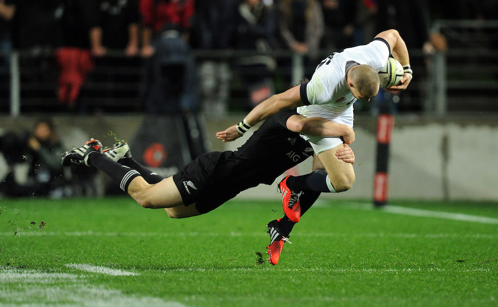 England's Mike Brown, right, is tackled by New Zealand's Ben Smith in the third International Rugby Test at Waikato Stadium, Hamilton, New Zealand, Saturday, June 21, 2014. Credit:SNPA / Ross Setford