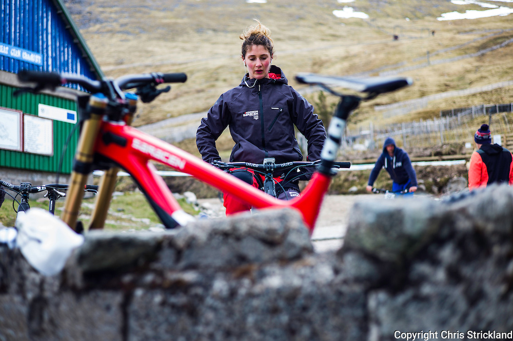 Nevis Range, Fort William, Scottish Highlands, UK. 15th May 2016. Welsh downhill rider Manon Carpenter warms up prior to competing at the British Downhill Series on Nevis Range in the Scottish Highlands.
