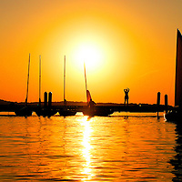.The sun sets over Lake Mendota near the University of Wisconsin campus in Madison, Wisconsin.