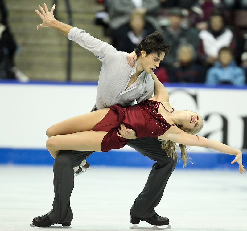 GJR456 -20111030- Mississauga, Ontario,Canada-  Kaitlyn Weaver  and  andrew Poje of Canada perform their free dance at Skate Canada International, in Mississauga, Ontario, October 30, 2011.<br /> AFP PHOTO/Geoff Robins