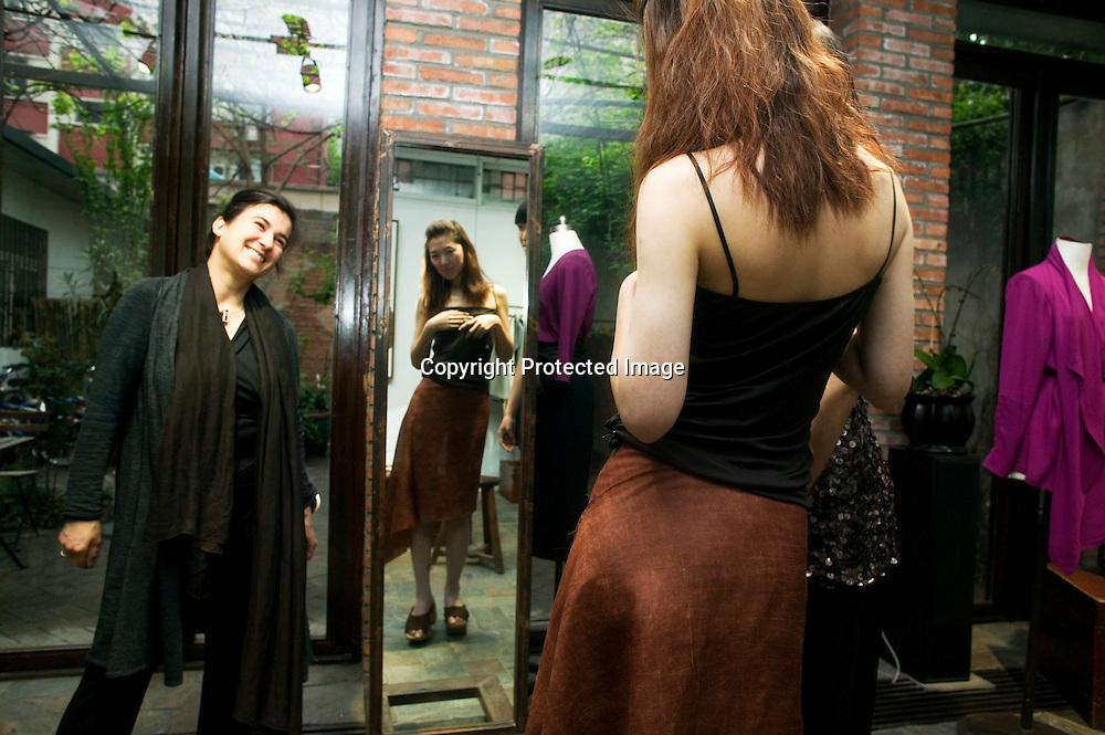 BEIJING, APRIL 19, 2012 : Designerin Kathrin von Rechenberg posiert mit zwei ihrer Models waehrend der Anproben in ihrem Atelier.