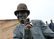 Smoker in Gazorwe refugee camp. 27 October 2004. ONUB?Martine Perret