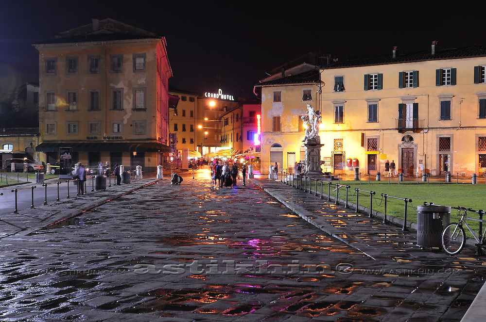 Color of night in Pisa.