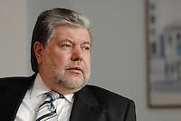 08 JAN 2007, BERLIN/GERMANY:<br /> Kurt Beck, SPD Parteivorsitzender und Ministerpraesident Rheinland-Pfalz, waehrend einem Interview, in seinem Buero, Willy-Brandt-Haus<br /> Kurt Beck, Party Leader of the Social Democratic Party, during an interview, in his office, Willy-Brandt-Haus<br /> IMAGE: 20070108-01-70<br /> KEYWORDS: Ministerpr&auml;sident