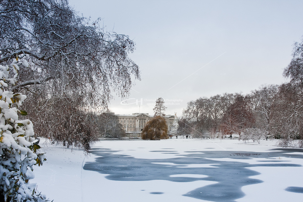 Buckingham Palace and St James Park in snow