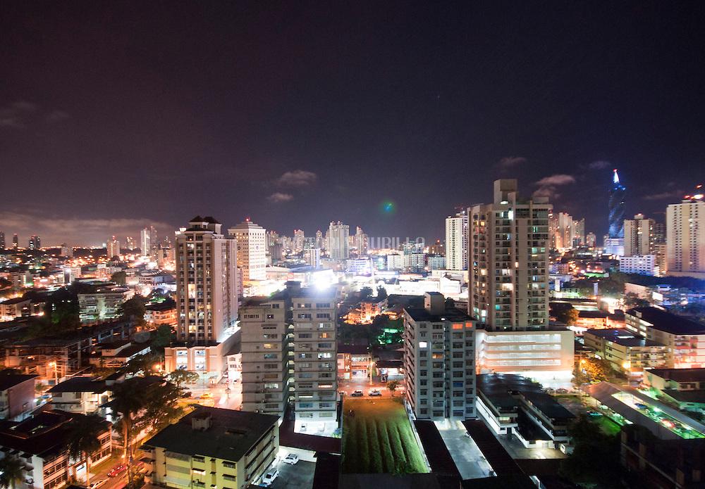 El Metro de Panamá es un proyecto de un ferrocarril metropolitano que atraviesa la ciudad de Panamá. Este proyecto se inicio en el 2011 y se prevé que este sistema este implementado en su totalidad para el año 2035, convirtiendo a ciudad de Panamá como el área de mayor desarrollo de transporte público con la mejor infraestructura de Centroamérica y el Caribe. Panamá, 1 de febrero de 2012. (Victoria Murillo/Istmopho)