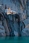 Alpine larch tree on granite above Inspiration Lake in The Enchantments, Alpine Lakes Wilderness, Washington.