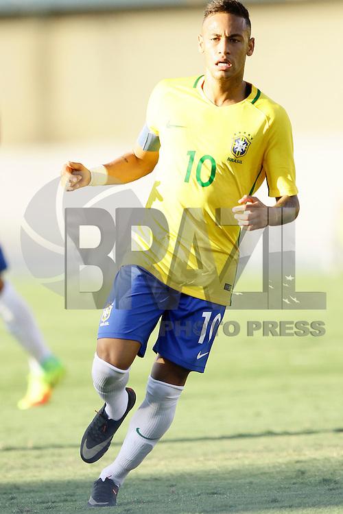 GOIANIA, GO, 30.07.2016 - BRASIL-JAP&Atilde;O - Neymar no lance de jogo da sele&ccedil;&atilde;o ol&iacute;mpica brasileira de futebol no Est&aacute;dio Serra Dourada, em Goi&acirc;nia (GO), neste s&aacute;bado,30. contra o Jap&atilde;o, em prepara&ccedil;&atilde;o para os Jogos Ol&iacute;mpicos do Rio.<br /> (Foto: Kelly Nascimento/Brazil Photo Press)