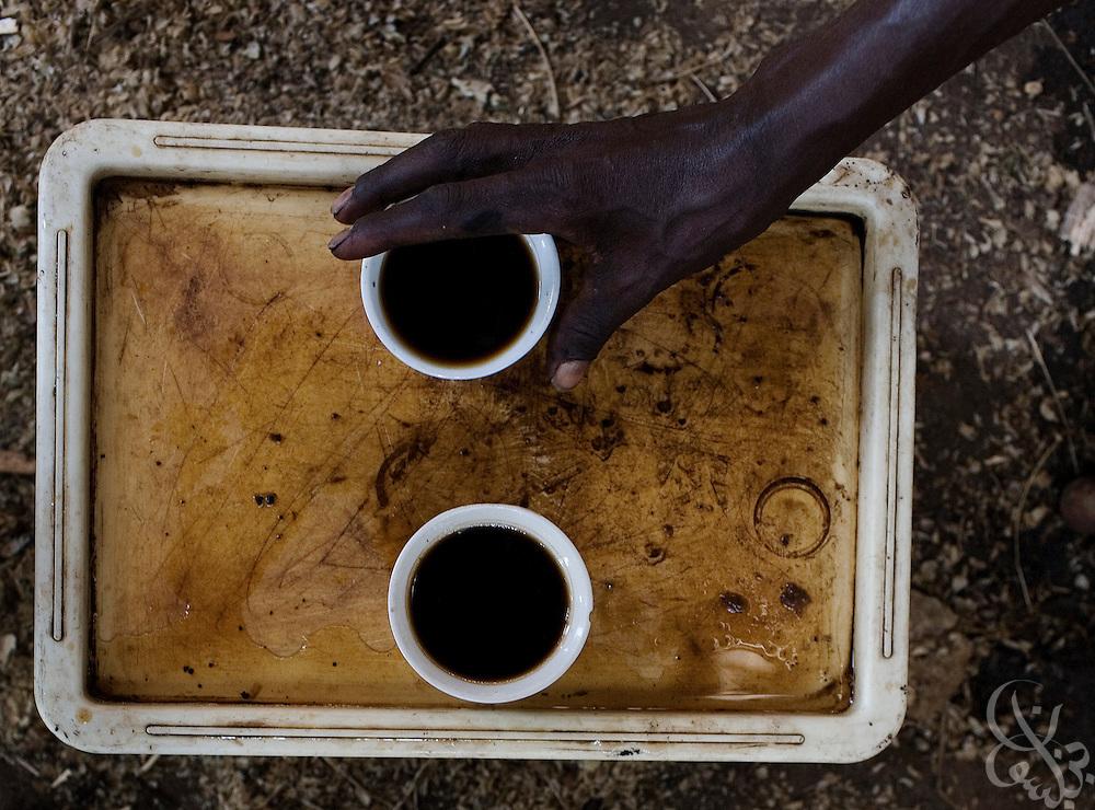 starbucks vs ethiopia Annerkannte experten unseres kaffees haben sie sich je gefragt, warum einige unserer baristas schwarze schürzen statt der üblichen grünen starbucks schürzen tragen.