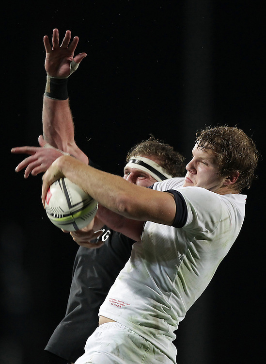 England's Joe Launchbury and New Zealand's Kieran Read go for the ball in a line out in an International Rugby Test match, Waikato Stadium, Hamilton, New Zealand, Saturday, June 21, 2014.  Credit:SNPA / David Rowland