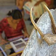 El poblado de El Naranjo, a la orilla uno de los afluentes más importantes del San Pedro Mezquital en la parte baja de la cuenca, forma parte de la comunidad indígena de San Pedro Ixcatán. Sus habitantes son, en su mayoría, wixarikas -más conocidos como huicholes- y algunos representantes de la etnia cora.