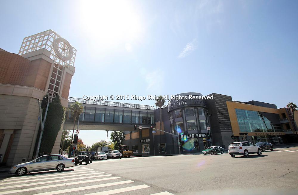 Westside Pavilion n West Los Angeles.