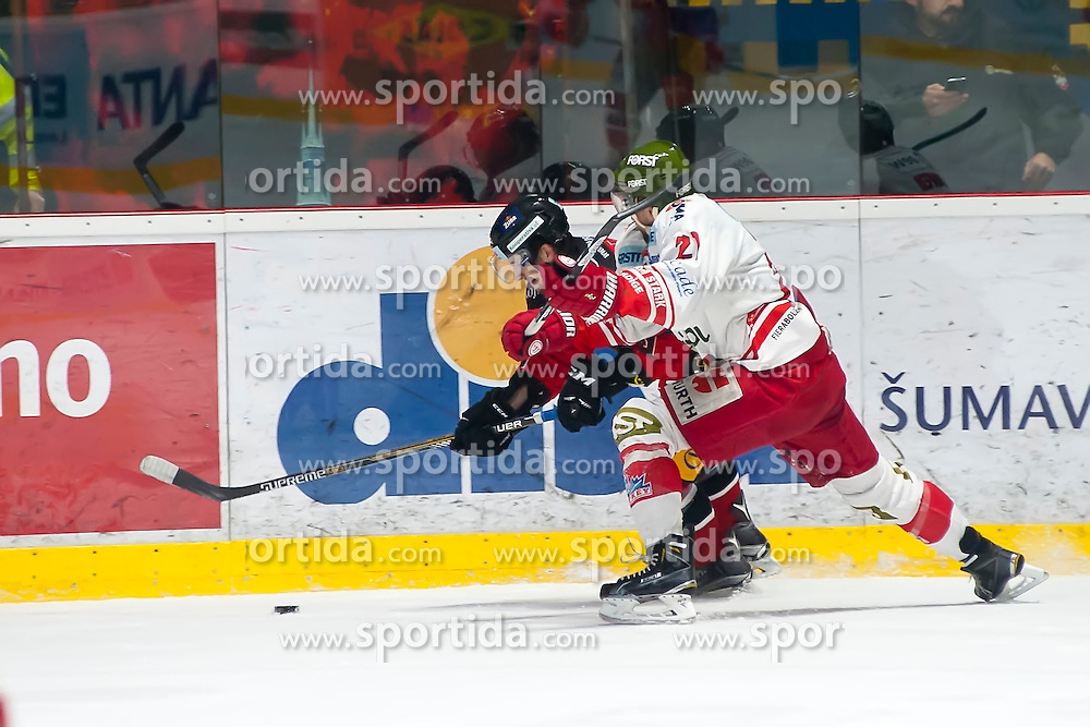 28.12.2015, Ice Rink, Znojmo, CZE, EBEL, HC Orli Znojmo vs HCB Suedtirol, 36. Runde, im Bild v.l. Ondrej Sedivy (HC Orli Znojmo) Roland Hofer (HCB Sudtirol) // during the Erste Bank Icehockey League 36nd round match between HC Orli Znojmo and HCB Suedtirol at the Ice Rink in Znojmo, Czech Republic on 2015/12/28. EXPA Pictures © 2015, PhotoCredit: EXPA/ Rostislav Pfeffer