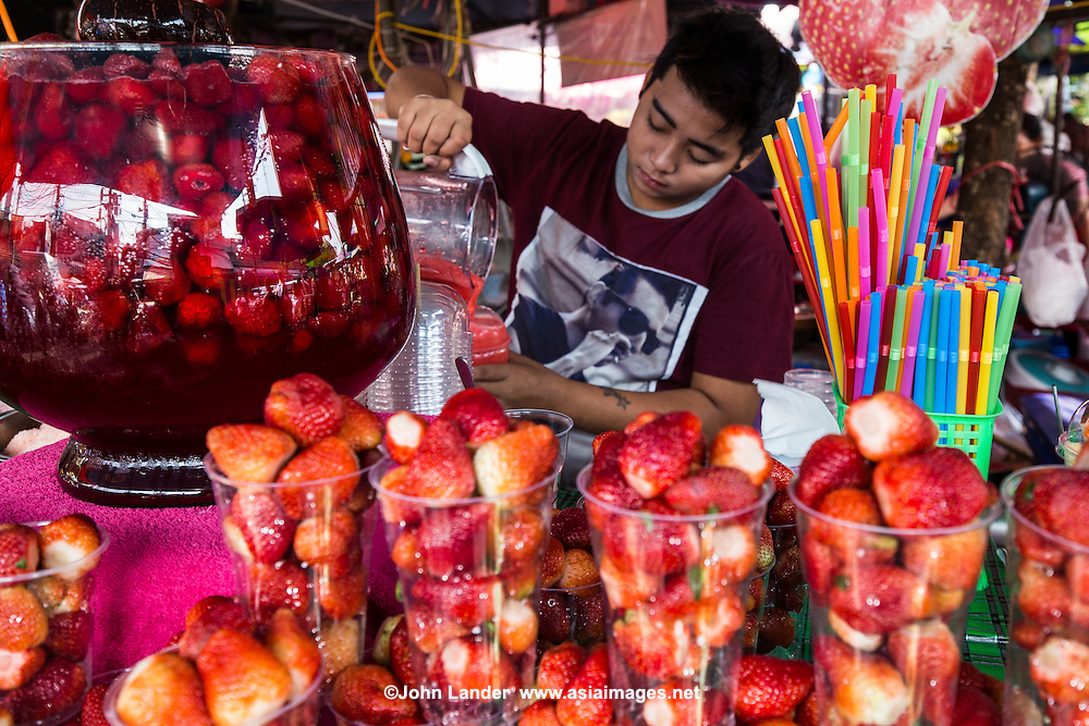 Fresh strawberry juice chatuchak market john lander for Asian cuisine lander