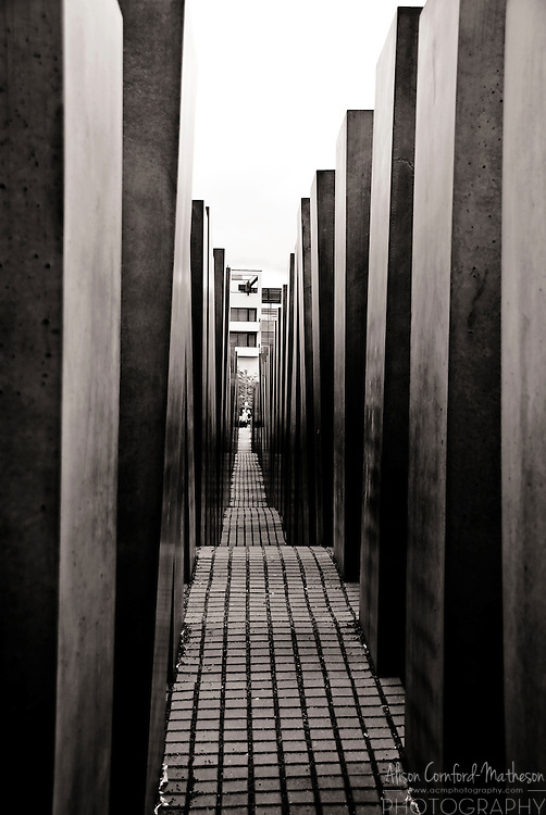 The Memorial to the Murdered Jews of Europe consists of the Field of Stelae designed by architect Peter Eisenman and un underground Holocaust muesum.