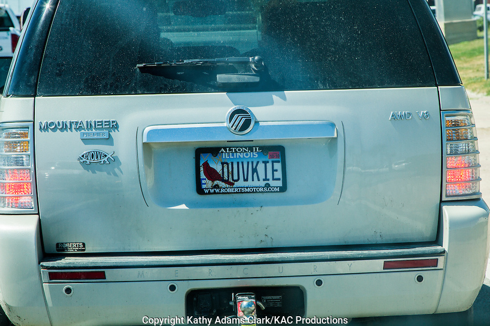 Personalized license plate with Northern Cardinal on SUV in Galveston, Texas.