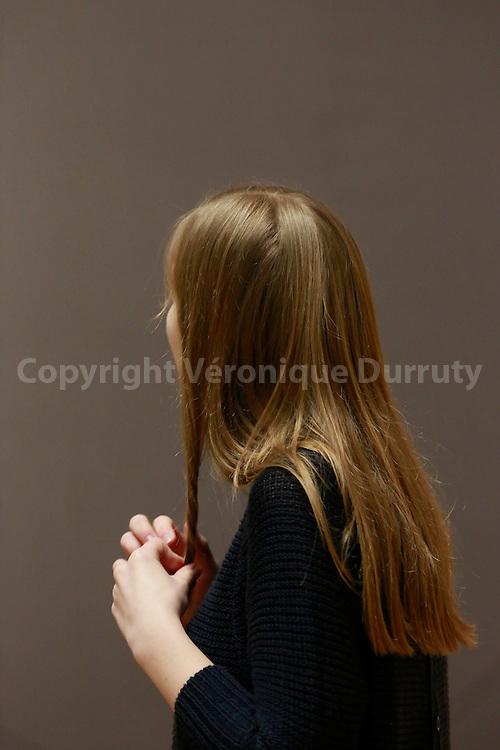 Girl, Vienna, Austria // Jeune fille aux cheveux longs, Vienne, Autriche