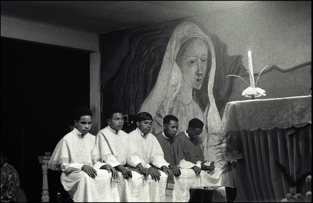 Religious celebrations at the Lospalos Church of the 1st Independance anniversary of the country. @ Martine Perret. 19 May 2003