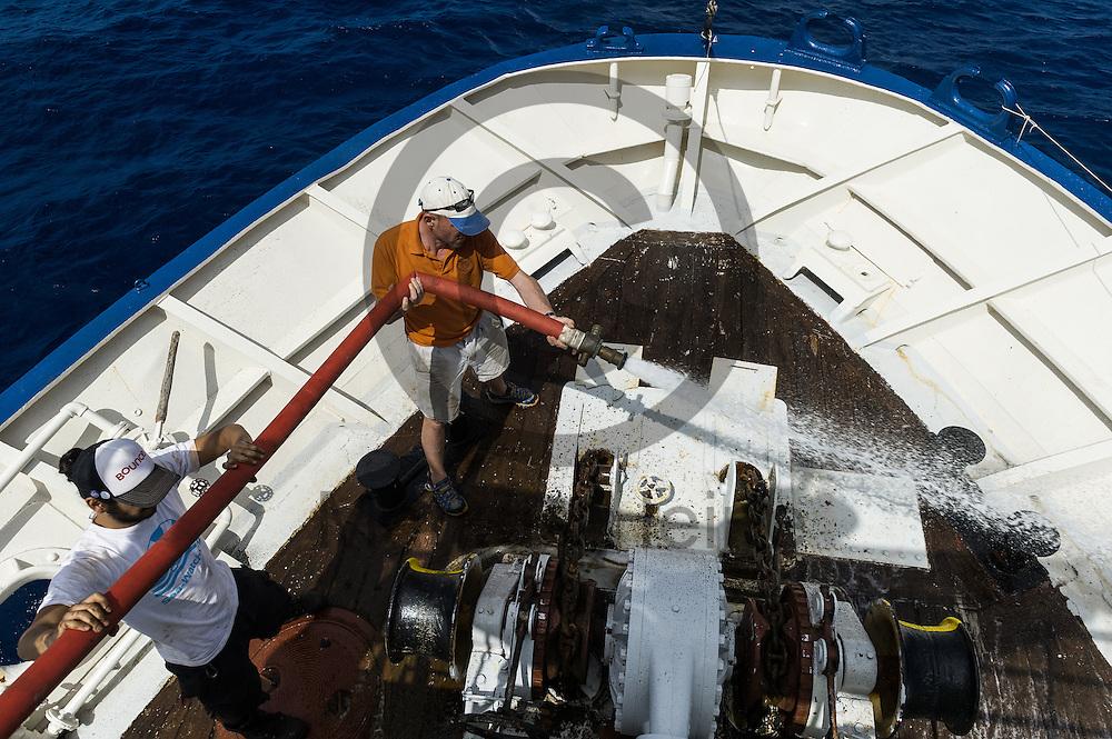 Der Captain Andre Montaldo-Ventsam (hinten) und der 2. Maschinist Diego Weber reinigen am 19.09.2016 auf dem Fluechtlingsrettungsboot Sea-Watch 2 vor Lampedusa mit einem Feuerwehrschlauch das Vordeck. Foto: Markus Heine / heineimaging<br /> <br /> ------------------------------<br /> <br /> Veroeffentlichung nur mit Fotografennennung, sowie gegen Honorar und Belegexemplar.<br /> <br /> Publication only with photographers nomination and against payment and specimen copy.<br /> <br /> Bankverbindung:<br /> IBAN: DE65660908000004437497<br /> BIC CODE: GENODE61BBB<br /> Badische Beamten Bank Karlsruhe<br /> <br /> USt-IdNr: DE291853306<br /> <br /> Please note:<br /> All rights reserved! Don't publish without copyright!<br /> <br /> Stand: 09.2016<br /> <br /> ------------------------------