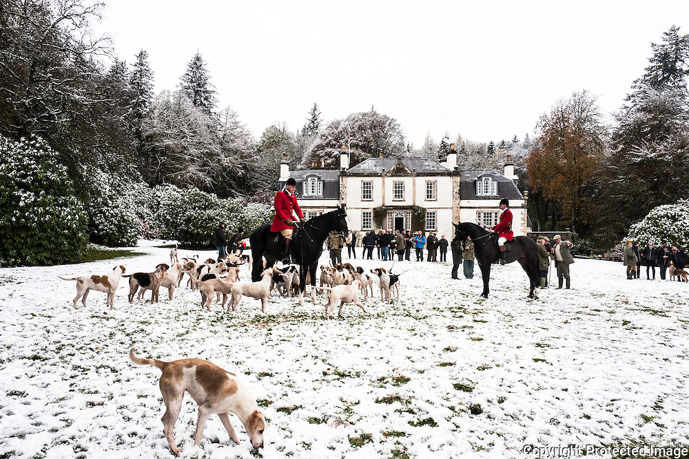 Hawick, Scottish Borders, UK. 9th November 2016. The Duke of Buccleuch Hunt hold their opening meet in the snow near Hawick in the Scottish Borders. © Chris Strickland / Alamy Live News