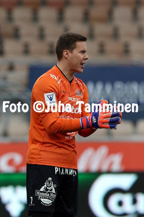 19.4.2015, Sonera stadion, Helsinki.<br /> Veikkausliiga 2015.<br /> Helsingin Jalkapalloklubi - FC Lahti..<br /> Henrik Moisander - FC Lahti
