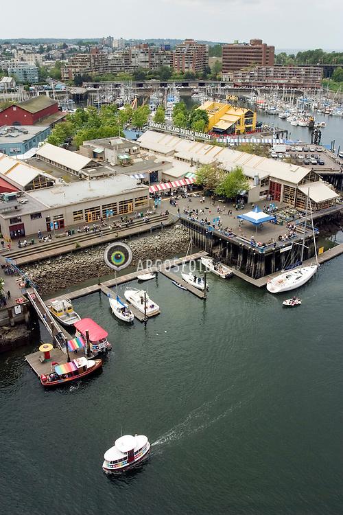 Vancouver, BC, Canada  07/maio/2005.Granville Island. Mercado Publico e marina./ Public Market in Granville Island and Marina..Foto Marcos Issa/Argosfoto
