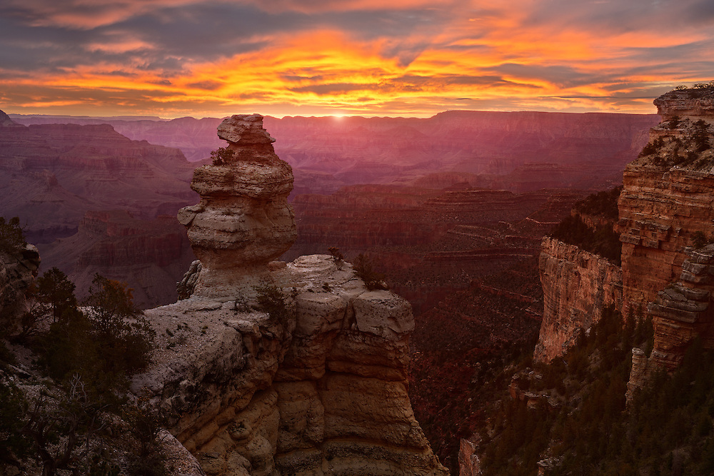 Sunrise over the Grand Canyon from the 'Duck on a Rock' viewpoint. South Rim of Grand Canyon National Park in Arizona.