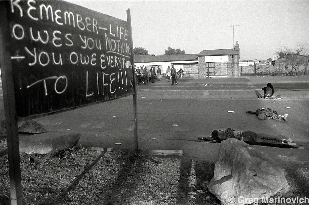 Dead bodies at dawn in a street in Dobsonville, Soweto, 1992. (pic.  Joao Silva)