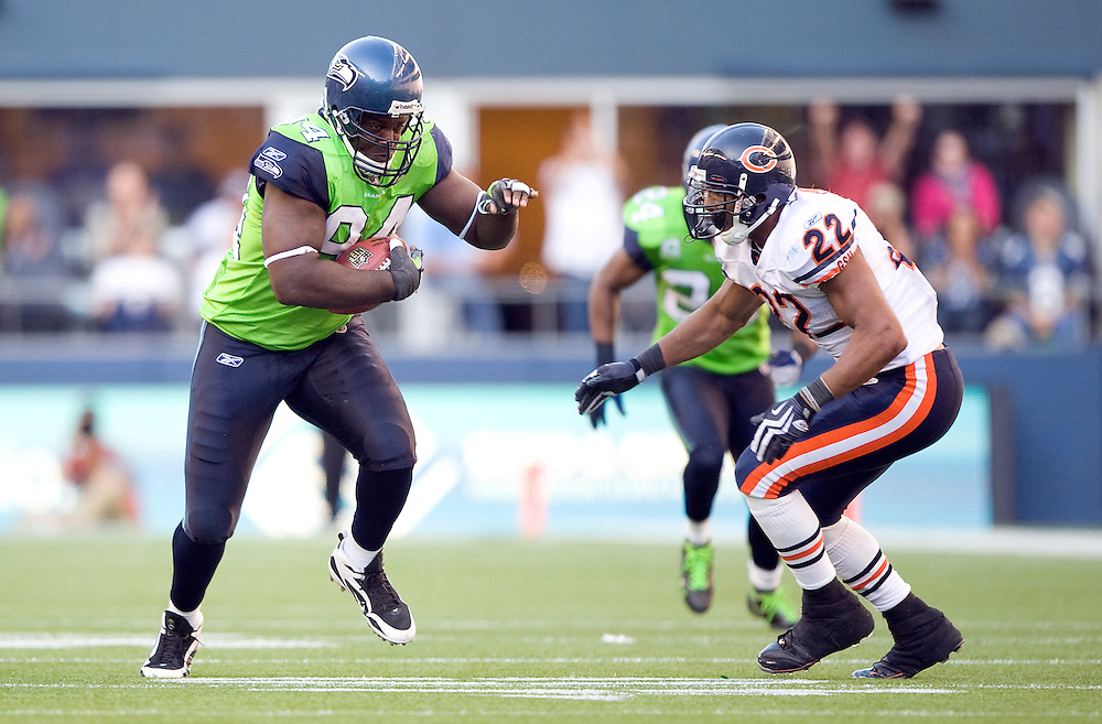 SEATTLE SEAHAWKS VS CHICAGO BEARS - Seattle's Cory Redding returns a fumble recovery caused by teammate Aaron Curry.