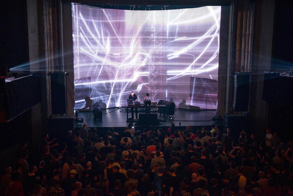 Monolake (DE) + Visuel Tarik Barri (NE), Nocturne 2, Métropolis, Montreal, 31 mai 2012