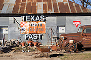 Crawford, Texas, USA.Eine Scheune in Crawford..Barn in Crawford..Crawford, Texas, is the hometown of outgoing President George W. Bush, who bought the Prairie Chapel Ranch, located seven miles (10 km) northwest of town, in 1999. The farm was considered the Western White House of the President, who is leaving soon for a new home in  Dallas. His departure will bring major changes to this small town (population: 705), which had in part made a living by catering to the tourist, press and protesting crowds that came to visit. At the same time they are very tired of it all and seem to be glad that life can finally get back to normal now...©Stefan Falke