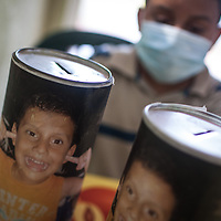Detalle de los potes que utilizaron los vecinos para colaborar con la salud de Manuel Alejandro Romero. Gracias a FundaHigado, en junio de 2012, recibió un trasplante de higado que le permite disfrutar de la vida. Maracaibo, Venezuela 20 y 21 Oct. 2012. (Foto/ivan gonzalez)