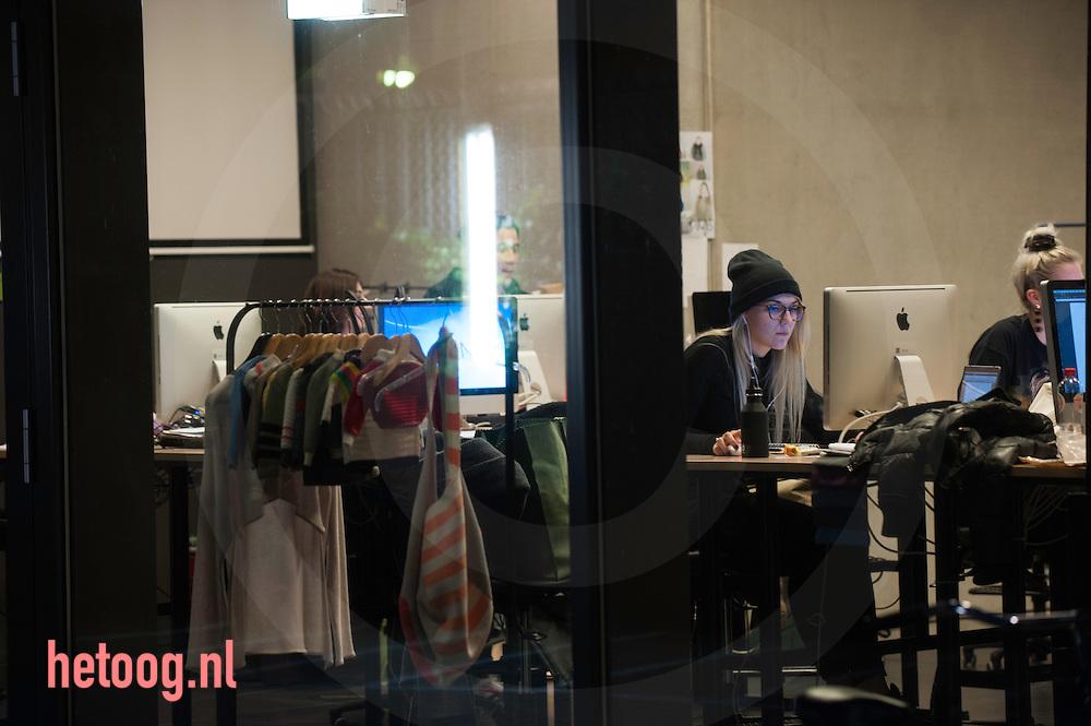 nederland, Enschede 03dec2015 symposium Future of Fashion and Materials  at Saxion Enschede