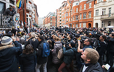 2016-02-05 Assange addresses the media from Ecuadorian embassy