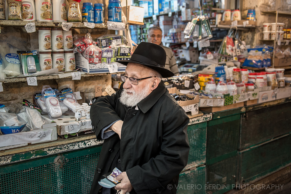 A Jewish man put his money back in the pocket after some shopping at the mahane yehuda market, the main food and vegetables market in Jerusalem.